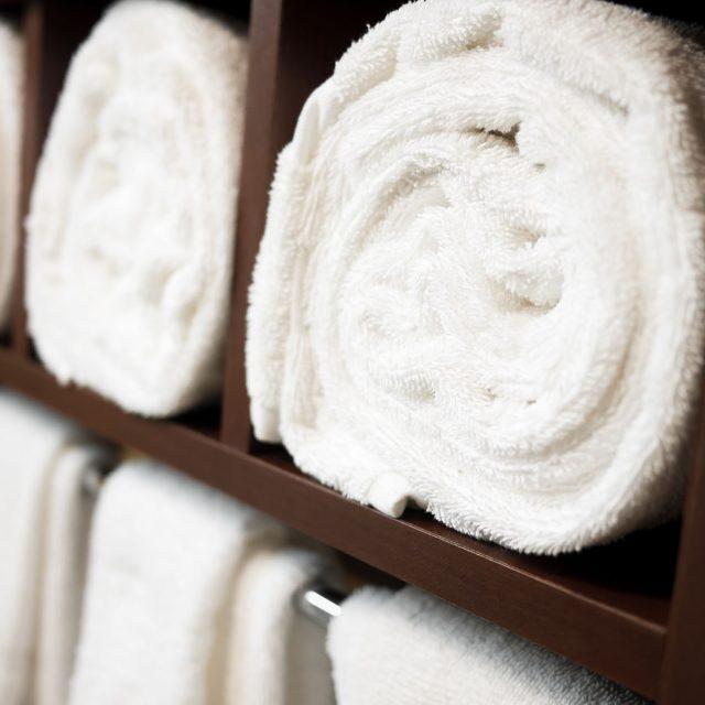 Handtuch und Bademantel